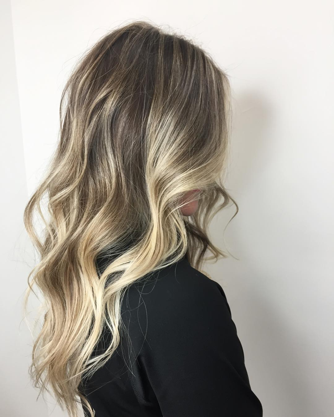 70 Attractive Long Wavy Hairstyles for Women in 2020