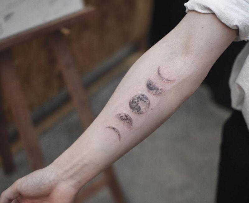 38 Elegant Moon Tattoo Designs For Women 2019