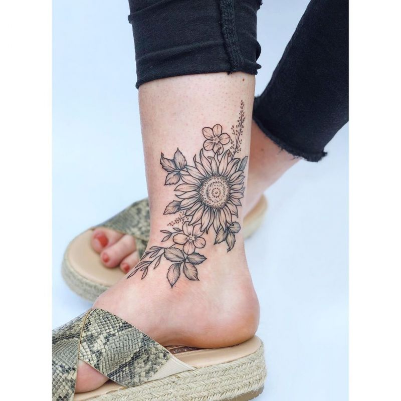 21 Trendy and Adorable Ankle Tattoos for Women