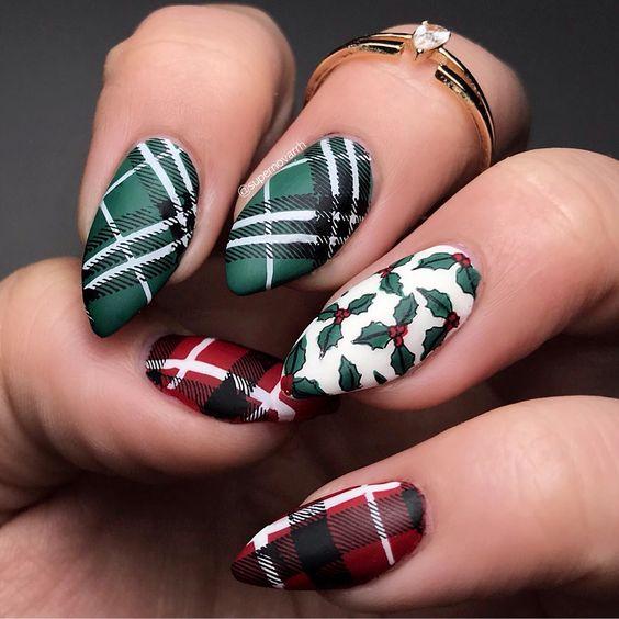 51 Gorgeous Plaid Christmas Nails To Celebrate Holiday