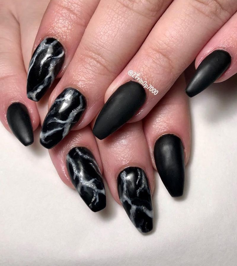 55 Trendy Black Marble Nails to Express Your Personality