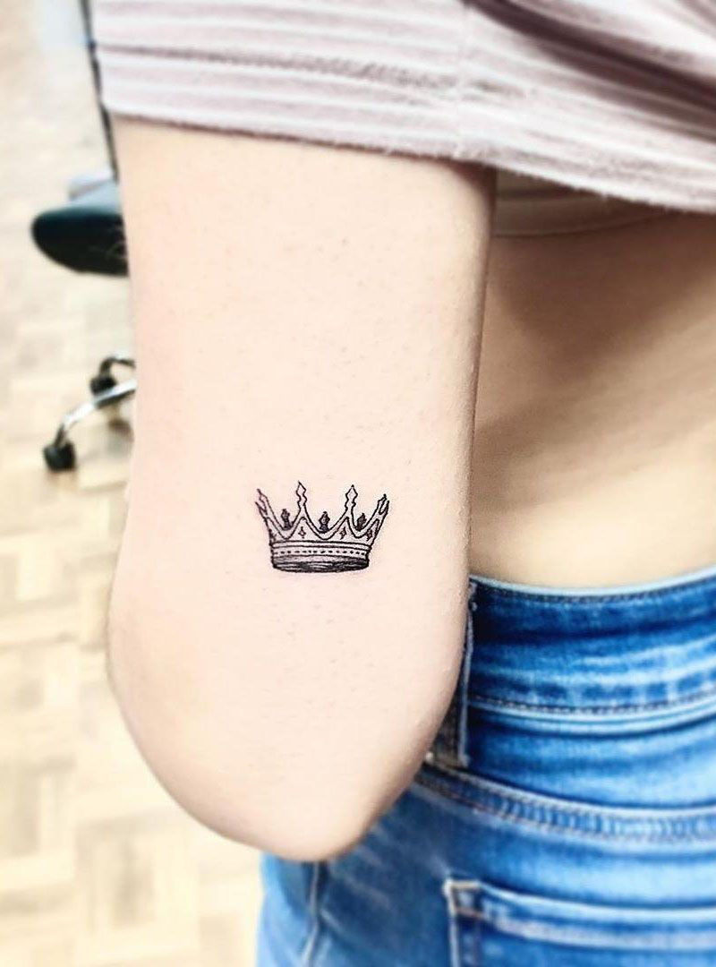 50 Magnificent Crown Tattoos You Will Love