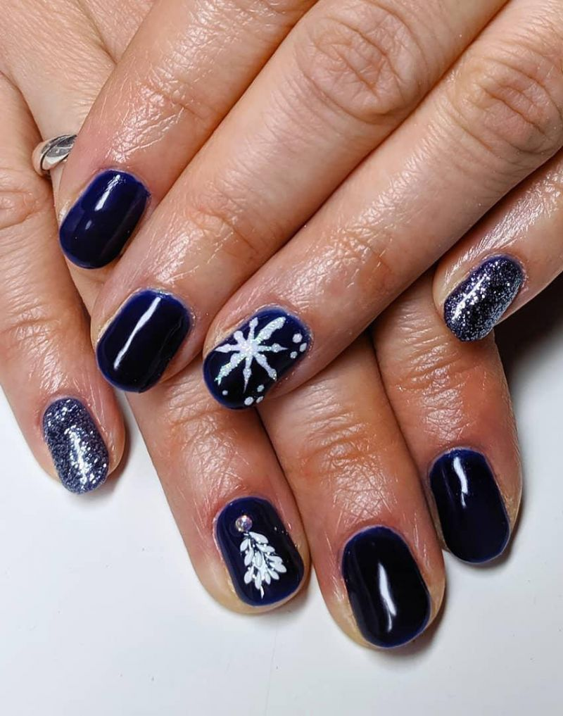 30 Festive Blue Christmas Nails You Must Try