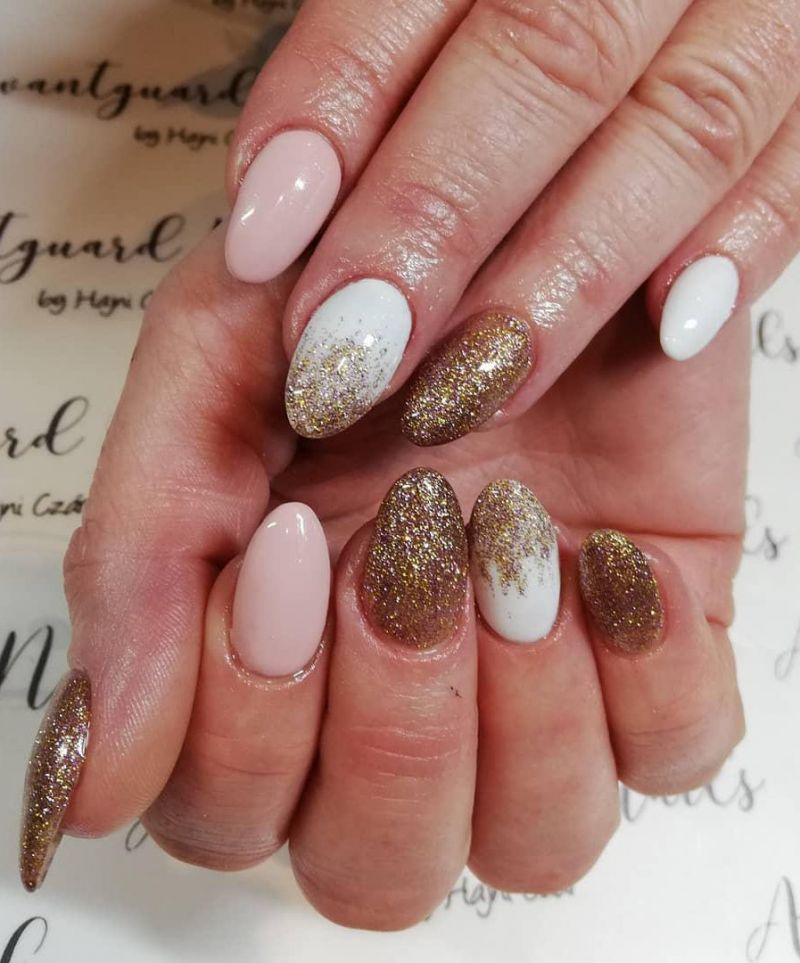 30 Elegant Gold Glitter Nails You Will Love