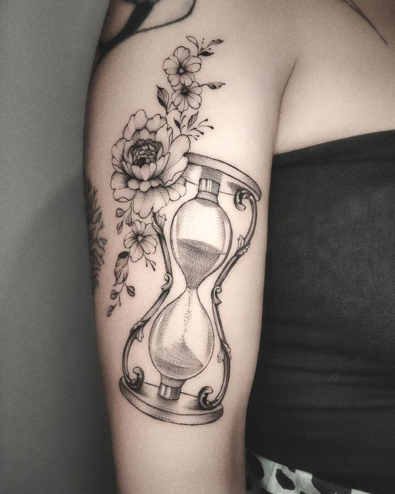 30 Pretty Hourglass Tattoos to Inspire You